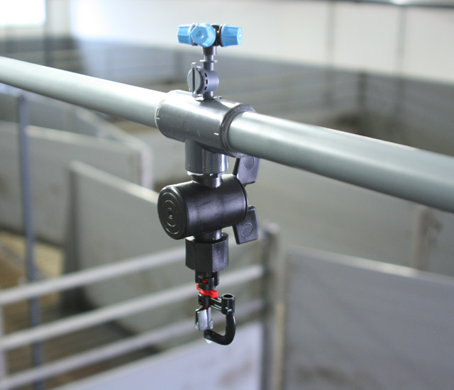 The combined soaking and cooling nozzle is equipped with a separately suppressible soaking nozzle and a low-pressure cooling nozzle. On request it can be switched from soaking to cooling mode. Additionally the combination nozzle can be retrofitted to already existing soaking systems.