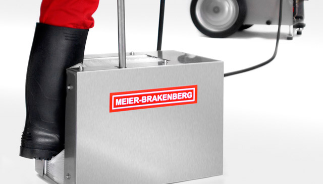 The Meier-Brakenberg high-pressure boot cleaner - in the picture - developed for connection to the high-pressure cleaner. Four all-round high-pressure nozzles dissolve even most stubborn dirt on boots. Perfect cleaning results and optimum hygiene.