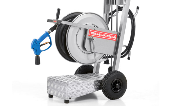 The high-quality hose cart made of aluminium provides secure hold for winding and unwinding of the high-pressure hose. Useful details such as lance holder and hose connection holder are also included.