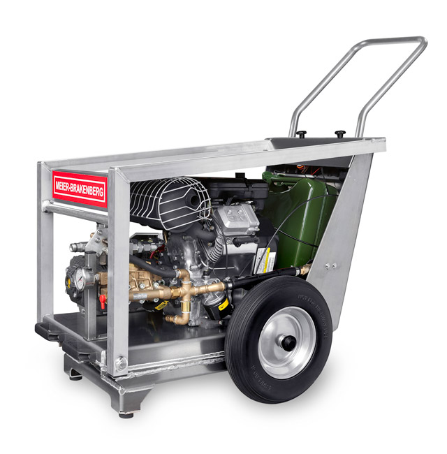 The mobile petrol-operated professional high-pressure cleaner MBH1800V is very flexible and does not require any connection to power mains. The device facilitates outdoor cleaning without power supply.