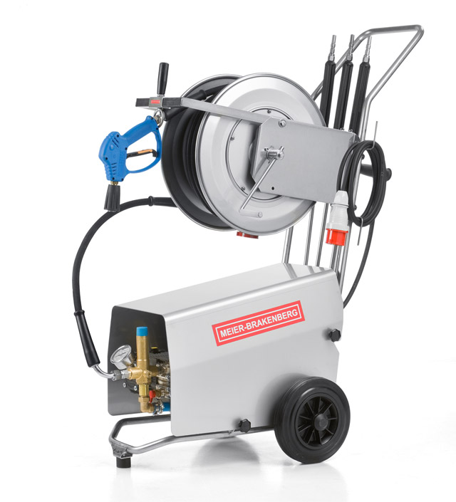 The compact professional high-pressure cleaners MBH1260k and MBH1500k supply 21 l or 25 l water output per minute Suitable for machine cleaning or in milking parlors In the picture incl optional stainless steel hose drum