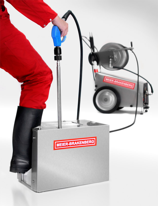 The high-pressure boot cleaner MBHSTR - in the picture developed for connection to the high-pressure cleaner. Four all-round high-pressure nozzles dissolve even most stubborn dirt on boots. Perfect cleaning results and optimum hygiene.