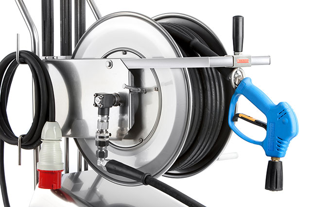 Stainless steel hose drum with hose guide for tidy working.