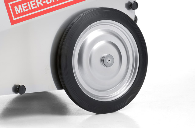 The 430 mm ball bearing mounted solid rubber wheels never lose air and have low roll resistance. They provide highest mobility of MBH devices and make transport of large devices much easier.