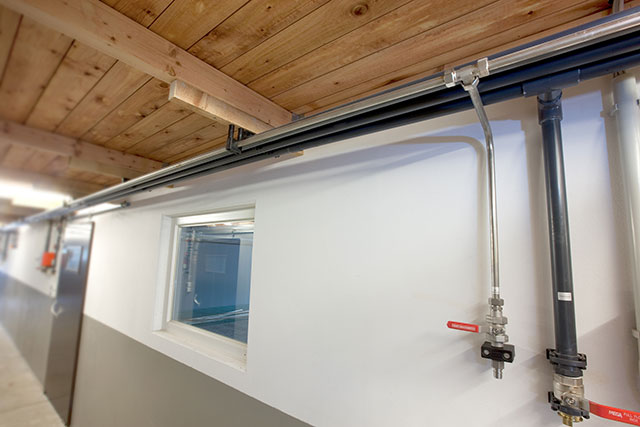 Stainless steel lines ensure clean appearance, only minor pressure losses and long service life.