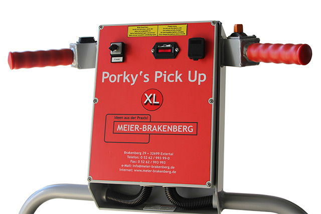By the intuitive handling of the controller for Porky's Pick Up XL drive and pick up rollers, the user can drive through the stable and also small corridors, to pick up carcasses.