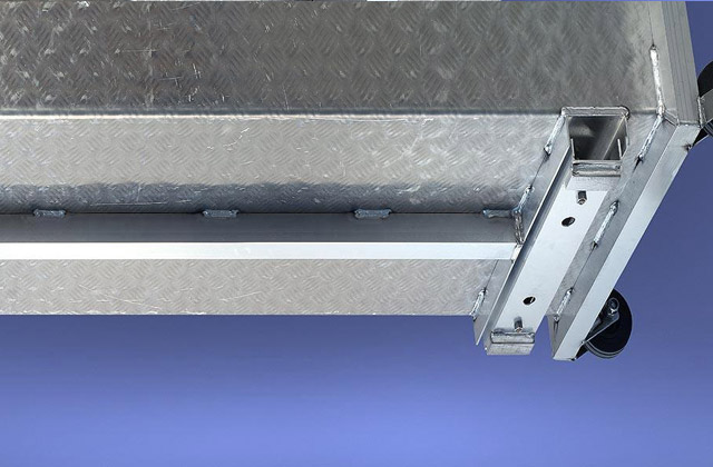 Robust weighing platform of the aluminium scales provides highest stability - no tearing welding seams. Cables are protected by rails to ensure high functional reliability.