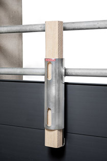 Porky's Nibbling Pipe mounted to partition wall - filled with an untreated wooden lath. The Nibbling Pipe complies with the criteria of the Initiative Tierwohl.