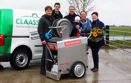 "The lucky winner of lottery drawing by the magazine ""TopAgrar"" received their price: a new hot-water pressure cleaner MBHot1320. This cleaning device works with an integrated hot water unit. The winner uses this professional pressure cleaner for cleaning his cow barn and machines like tractors."