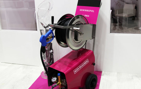 The Jackpot from the EuroTier lottery is the professional pressure cleaner MBH1260 from Meier-Brakenberg. The outfit includes a stainless steel hose coiler, pressure gun and hose. The pressure cleaner housed the usual Meier-Brakenberg long-life pump technology.